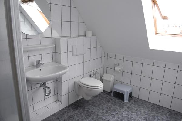 w1_bad-1_600x400px__ferienhof_reiterhof_kinderreitferien_monteurwohnungen_fremdenzimmer_feldmann.png